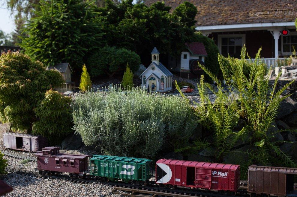 Model Trains | Neon Beer Signs |Man Cave Accessories Surrey